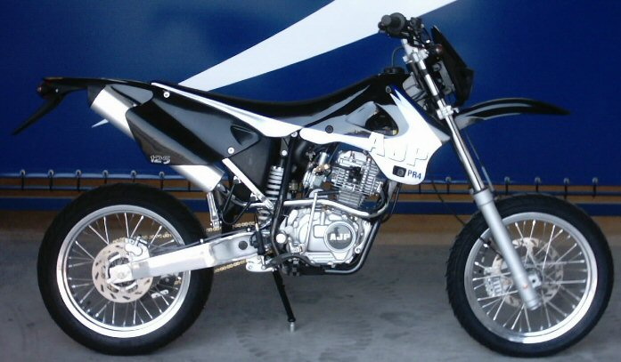 AJP Super motard #2