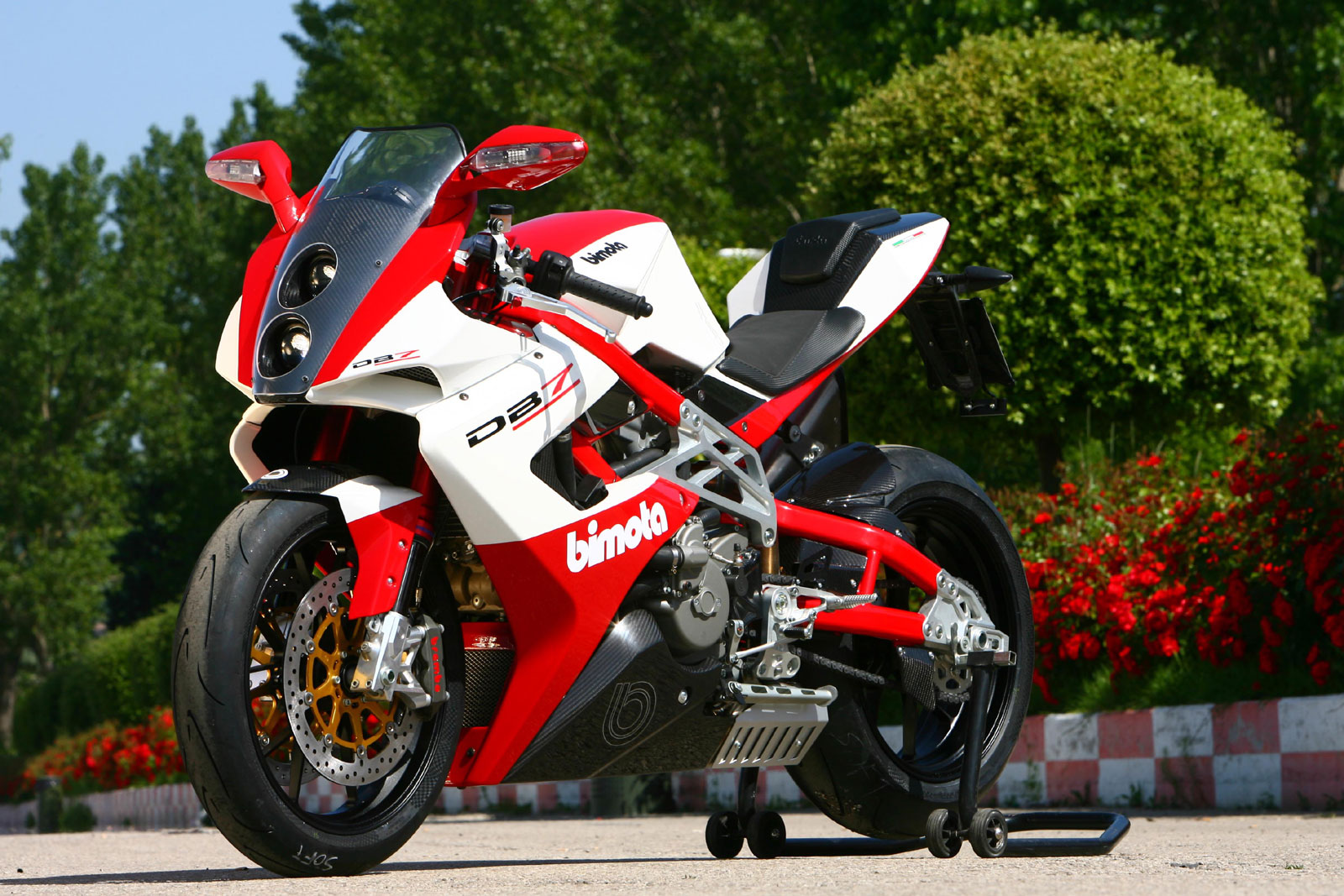 The highly controlled ride on Bimota DB7  #3