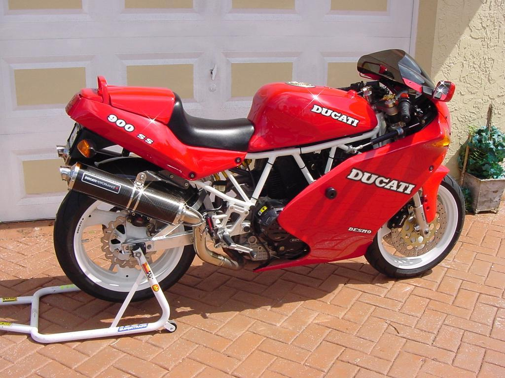 1992 Ducati 900 Superlight - Moto ZombDrive COM