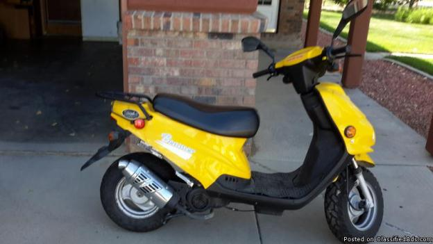 e ton beamer 50 a scooter from the early 2000s moto. Black Bedroom Furniture Sets. Home Design Ideas