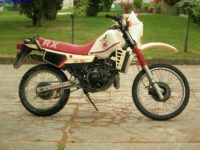 Gilera RX 125 Arizona handles well on the dirt courses #8