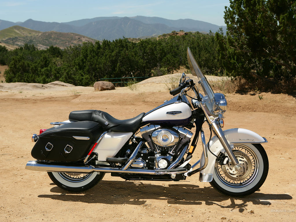 Harley-Davidson FLHRC Road King Classic 2011 #13