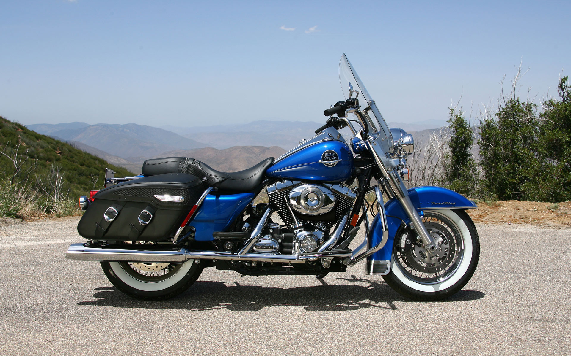 Harley-Davidson FLHRC Road King Classic 2011 #14