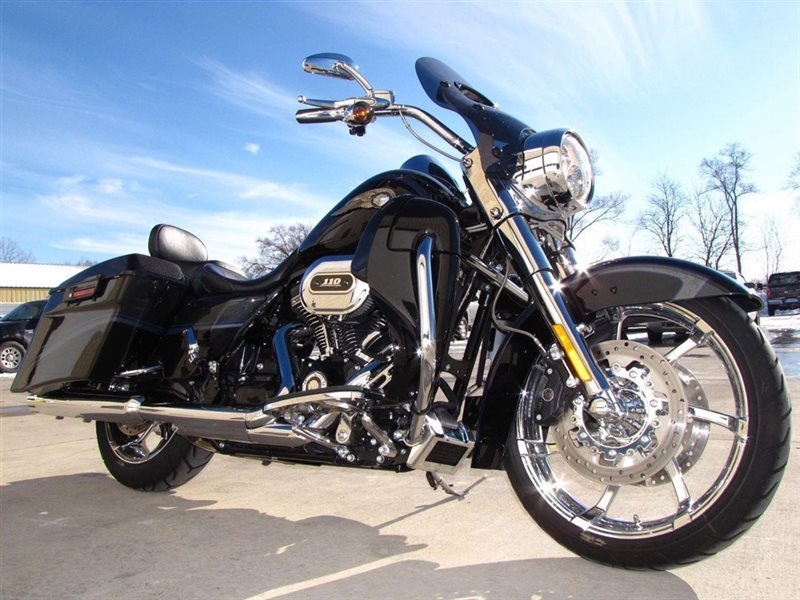 Harley-Davidson FLHRSE Screamin` Eagle Road King #11