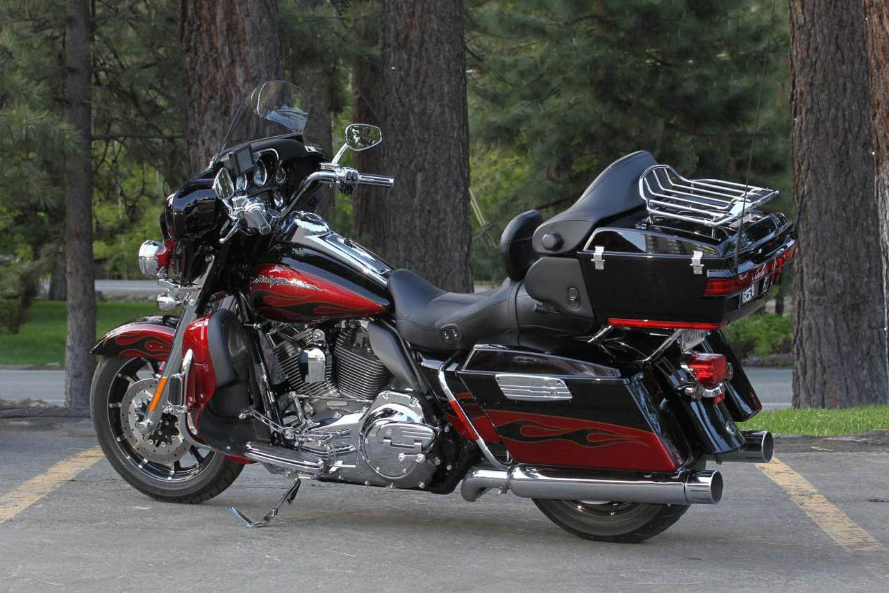 Harley-Davidson FLHTCUSE4 CVO Ultra Classic Electra Glide 2009 #8