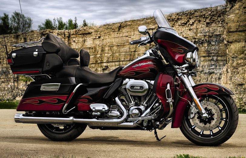 Harley-Davidson FLHTCUSE6 CVO Ultra Classic Electra Glide 2011 #2