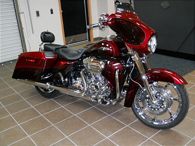 Difference Between Street Glide And Road Glide >> For Sale 2012 Harley Davidson Cvo Road Glide.html | Autos Post