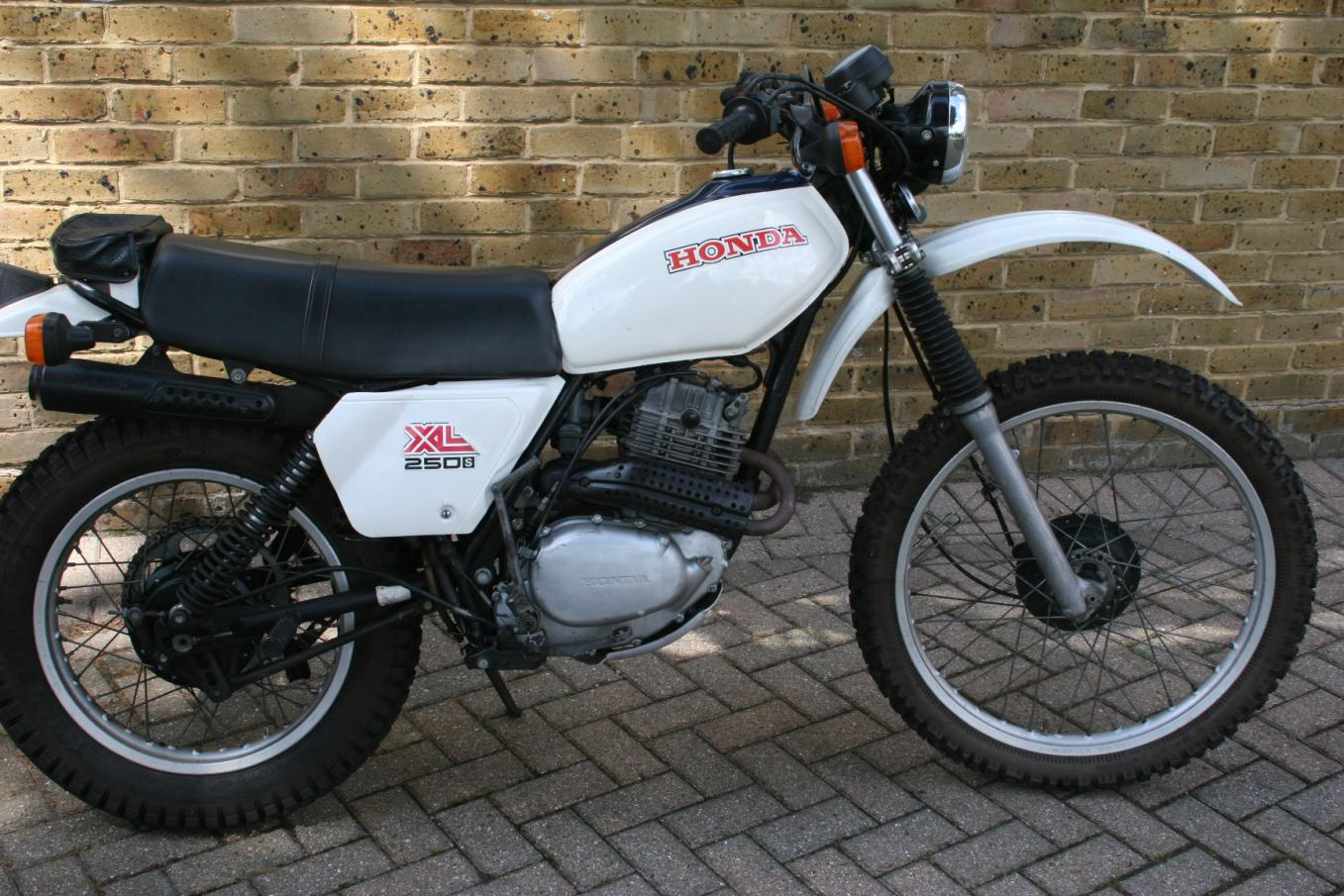honda xl 100 specs with 1980 Honda Xl 250 2kx7nqeprlekifmmsf9lg  7cgwxvuesalvstmltimnkm on Honda xl 600 r 1986 moreover Reference further International Harvester Farmall 806 856 1206 1256 And 1456 Factory Service Manual Js Ih S 806 Plus further Graphite also 2017 Ford Ranger Px Mkii Wildtrak Utility Double Cab 4dr Man 6sp 4x4 3.