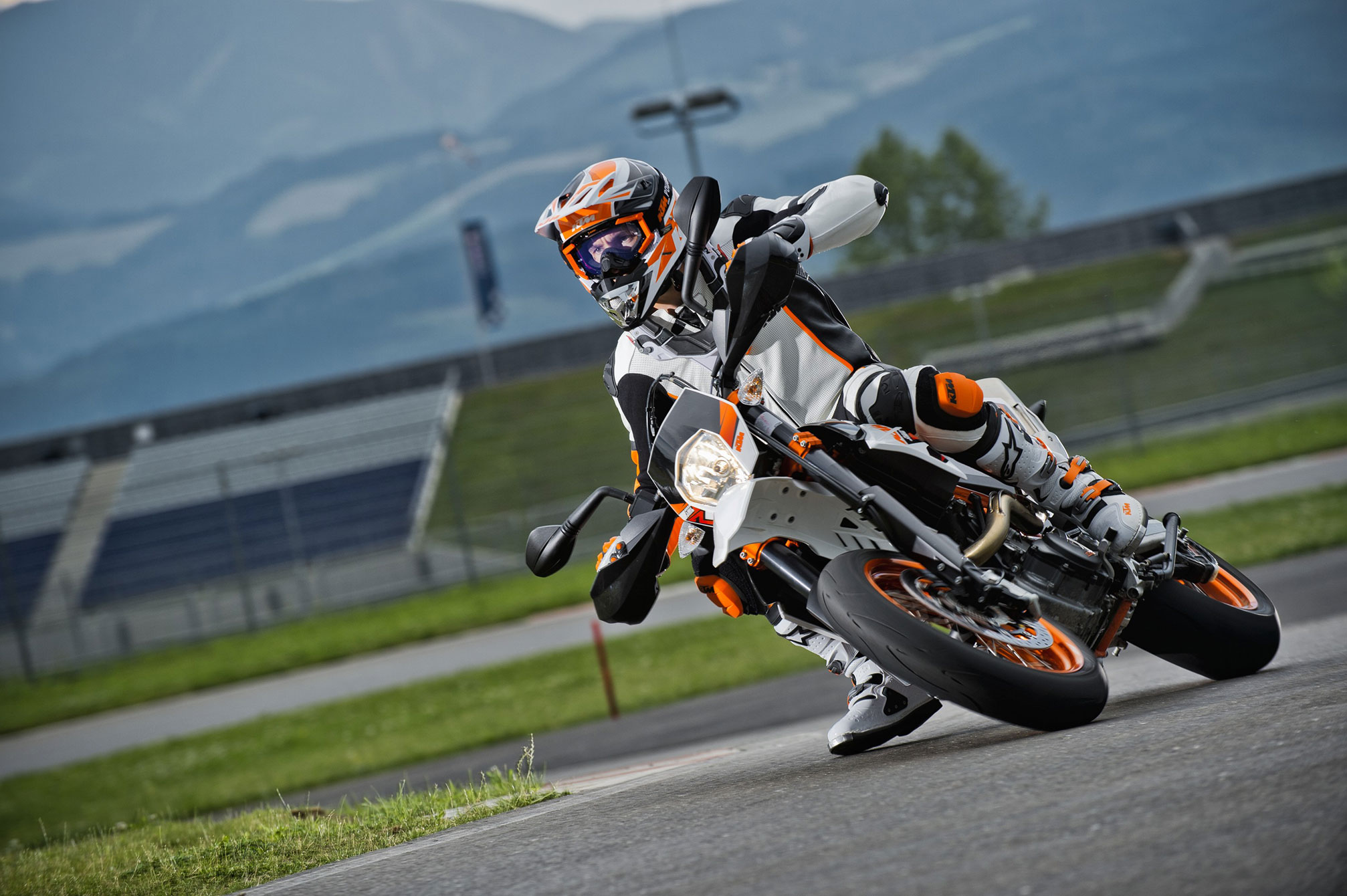 Ktm 690 smc r wallpapers for desktop -  Ktm 690 Smc R 2014 7