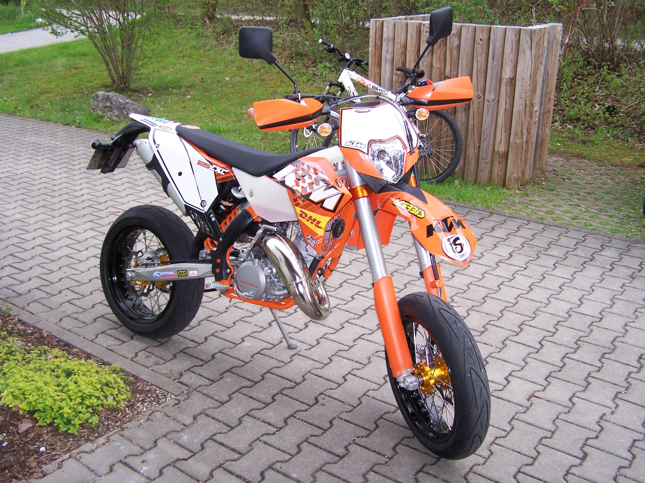ktm ktm exe 125 supermoto moto zombdrive com. Black Bedroom Furniture Sets. Home Design Ideas