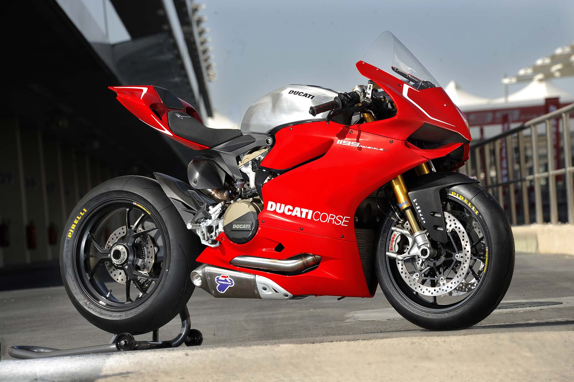 Loving for speed with Ducati 1199 Panigale #9
