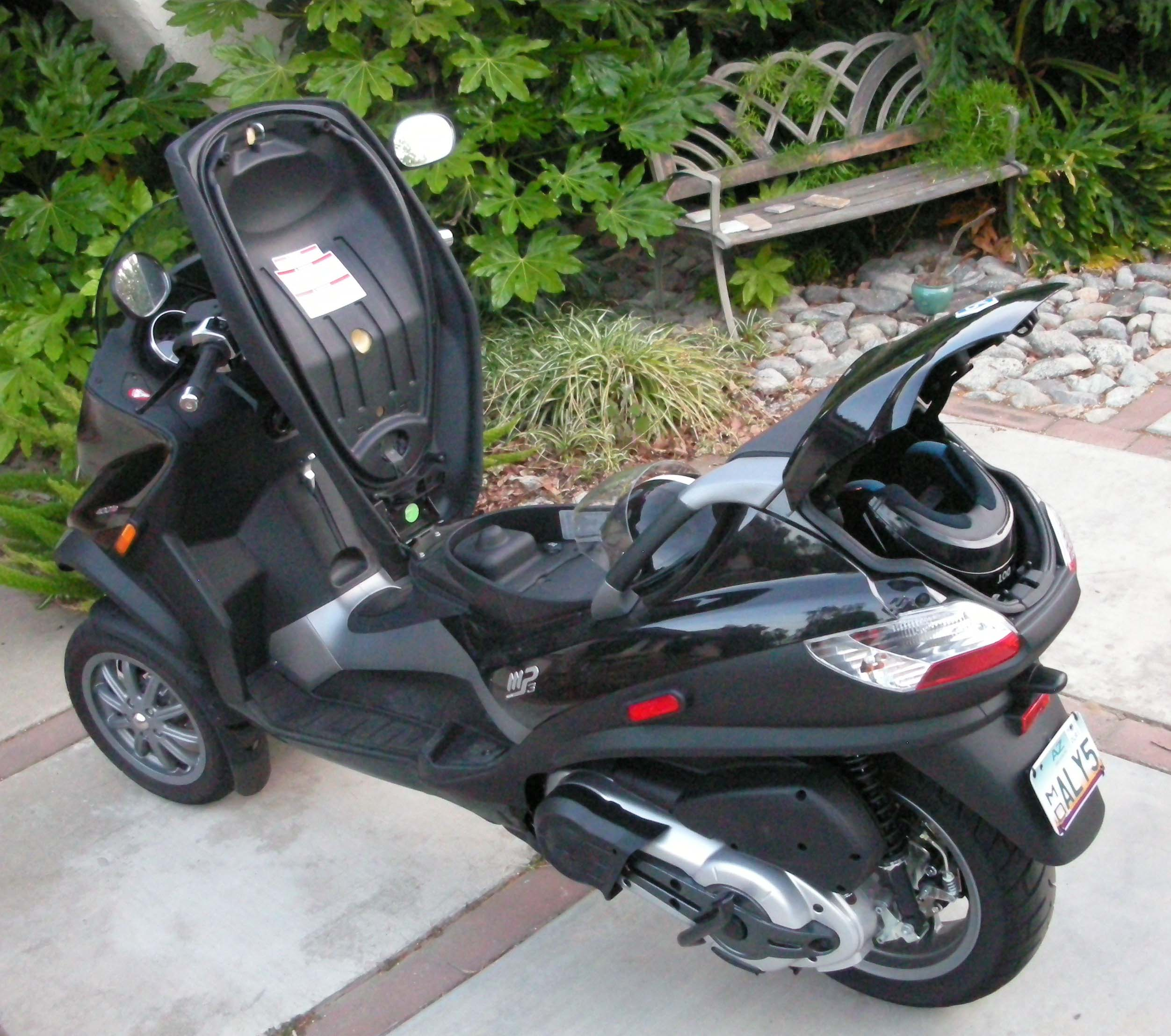 2008 piaggio mp3 250 moto zombdrive com. Black Bedroom Furniture Sets. Home Design Ideas