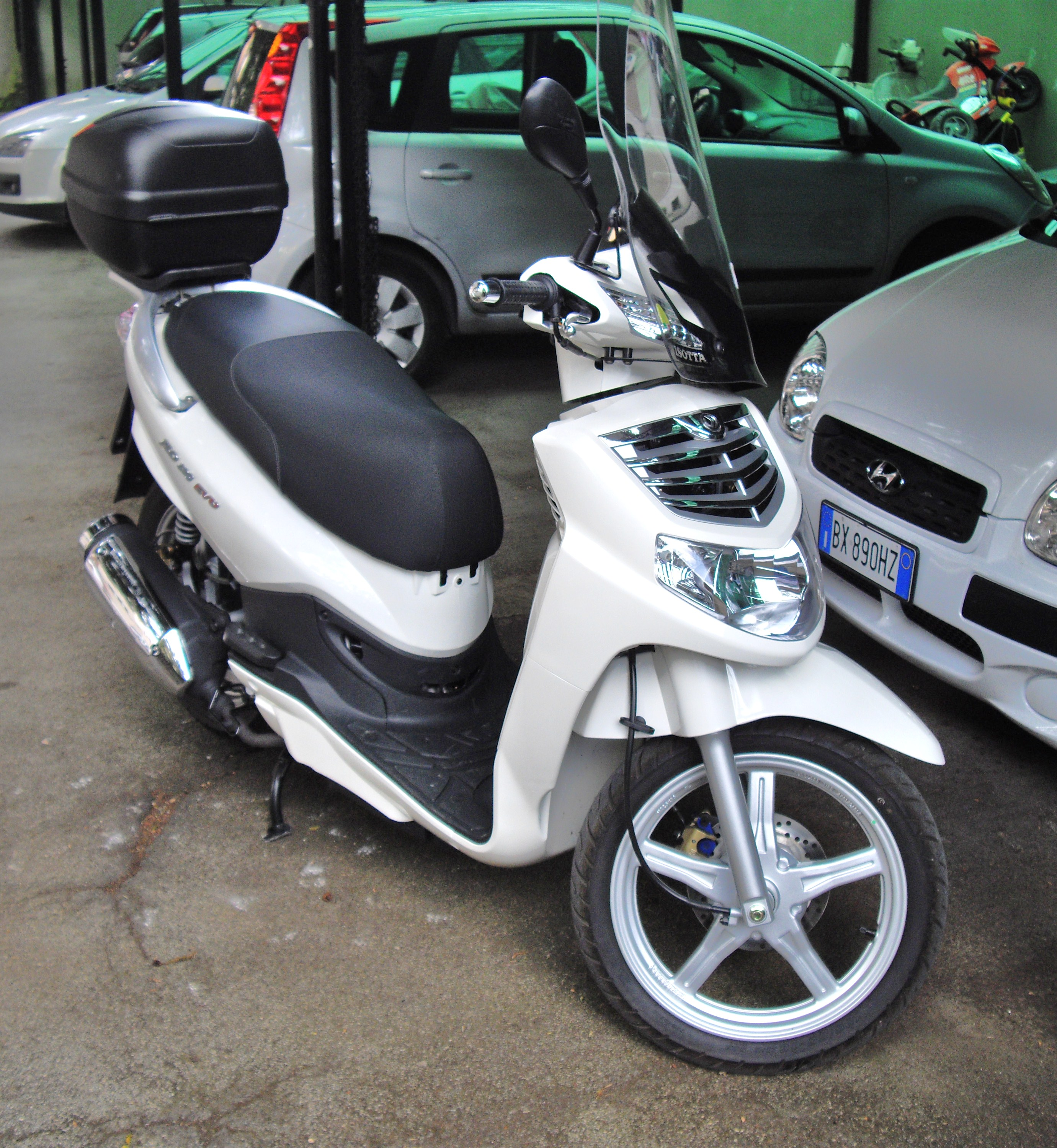 Official Sym Hd 200 Evo Scooter Video Distributed By 2016 Car  #3C6F4C