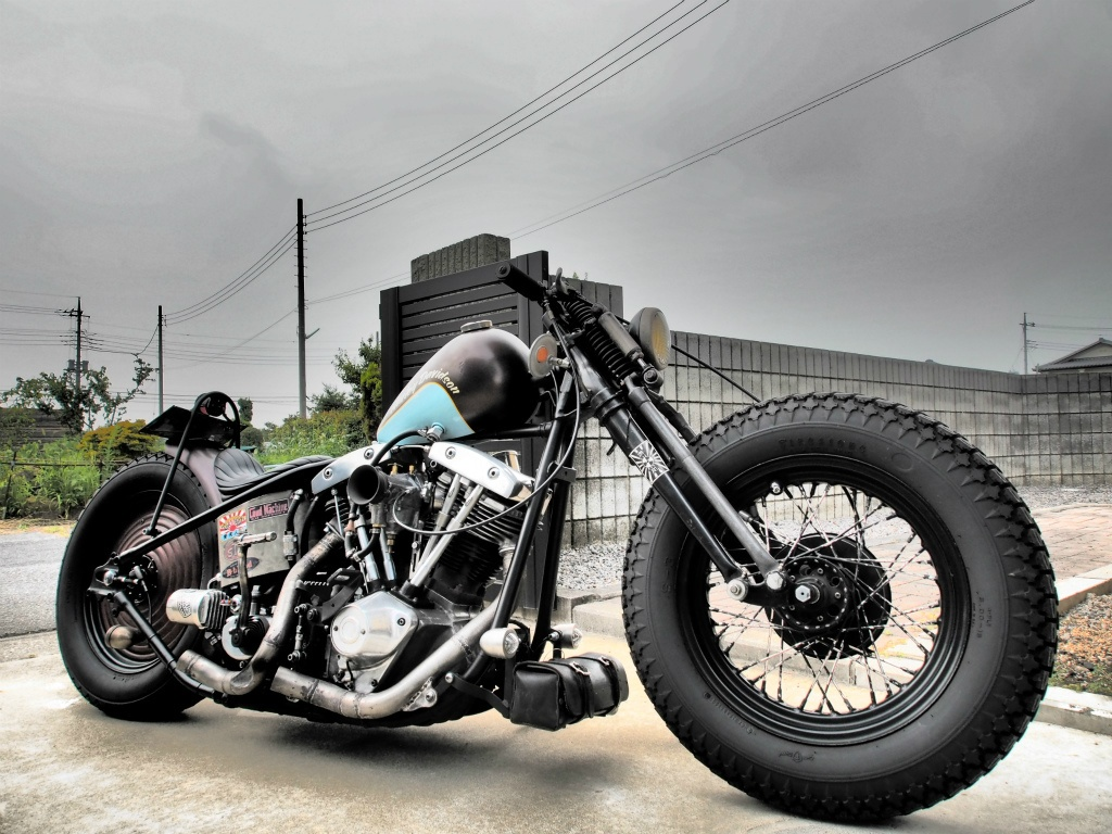 The Old School Custom Flyrite Choppers Bobber Draws All
