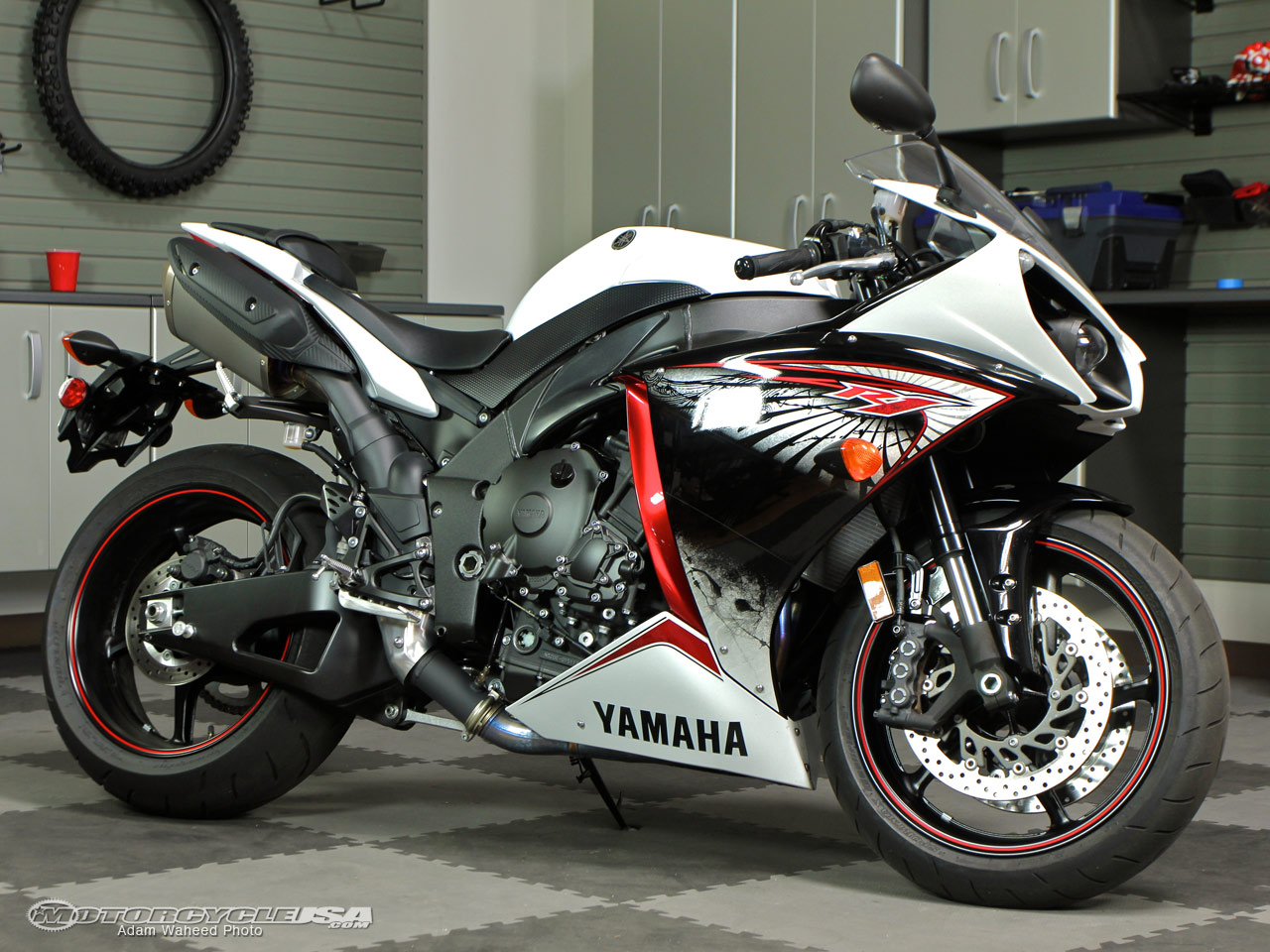 2012 yamaha yzf r1 moto zombdrive com. Black Bedroom Furniture Sets. Home Design Ideas