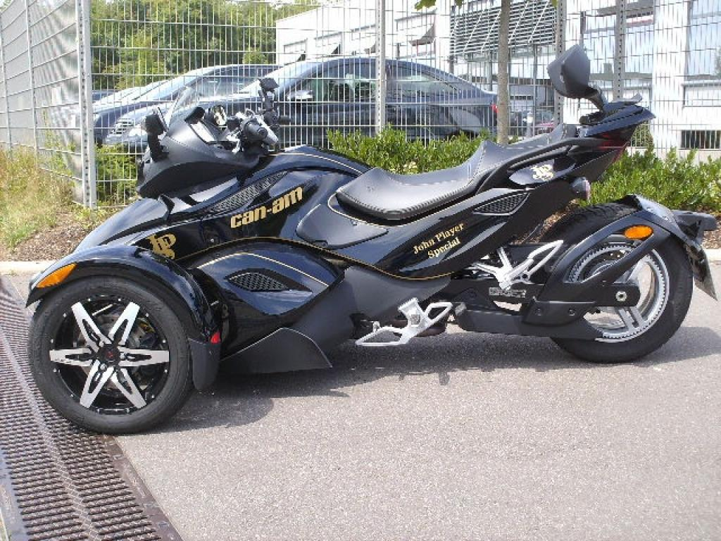 Motorcycle Pictures: Can-Am Spyder RS Roadster 2010