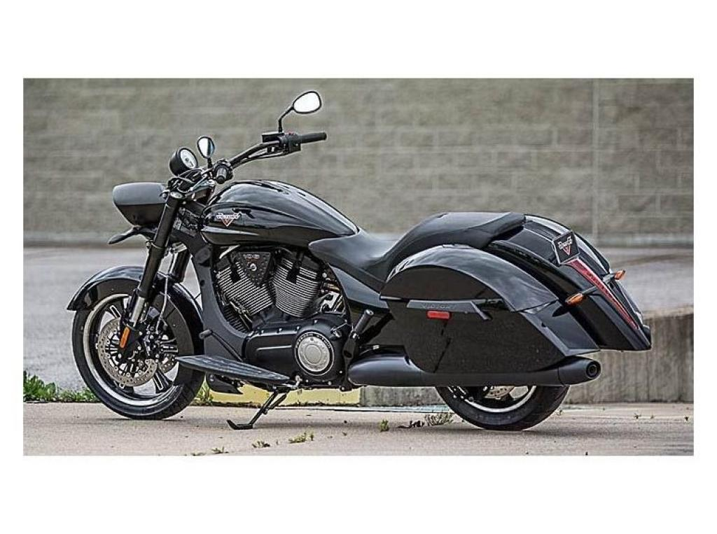 2014 Victory Cross Roads 8 ball - Moto.ZombDrive.COM