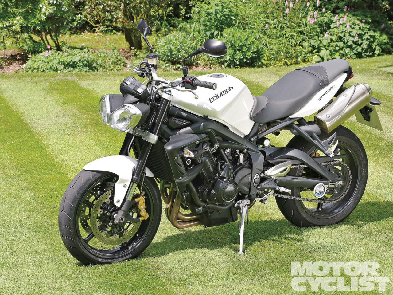 2012 triumph street triple moto zombdrive com. Black Bedroom Furniture Sets. Home Design Ideas