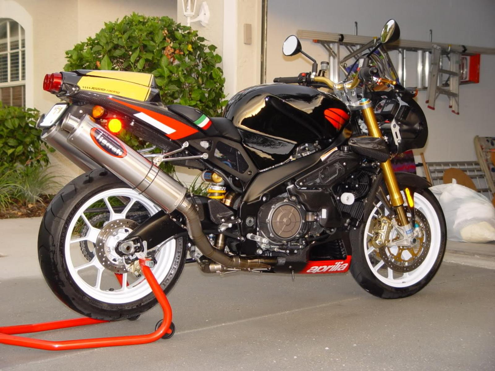 2005 aprilia tuono 1000 r factory moto zombdrive com. Black Bedroom Furniture Sets. Home Design Ideas