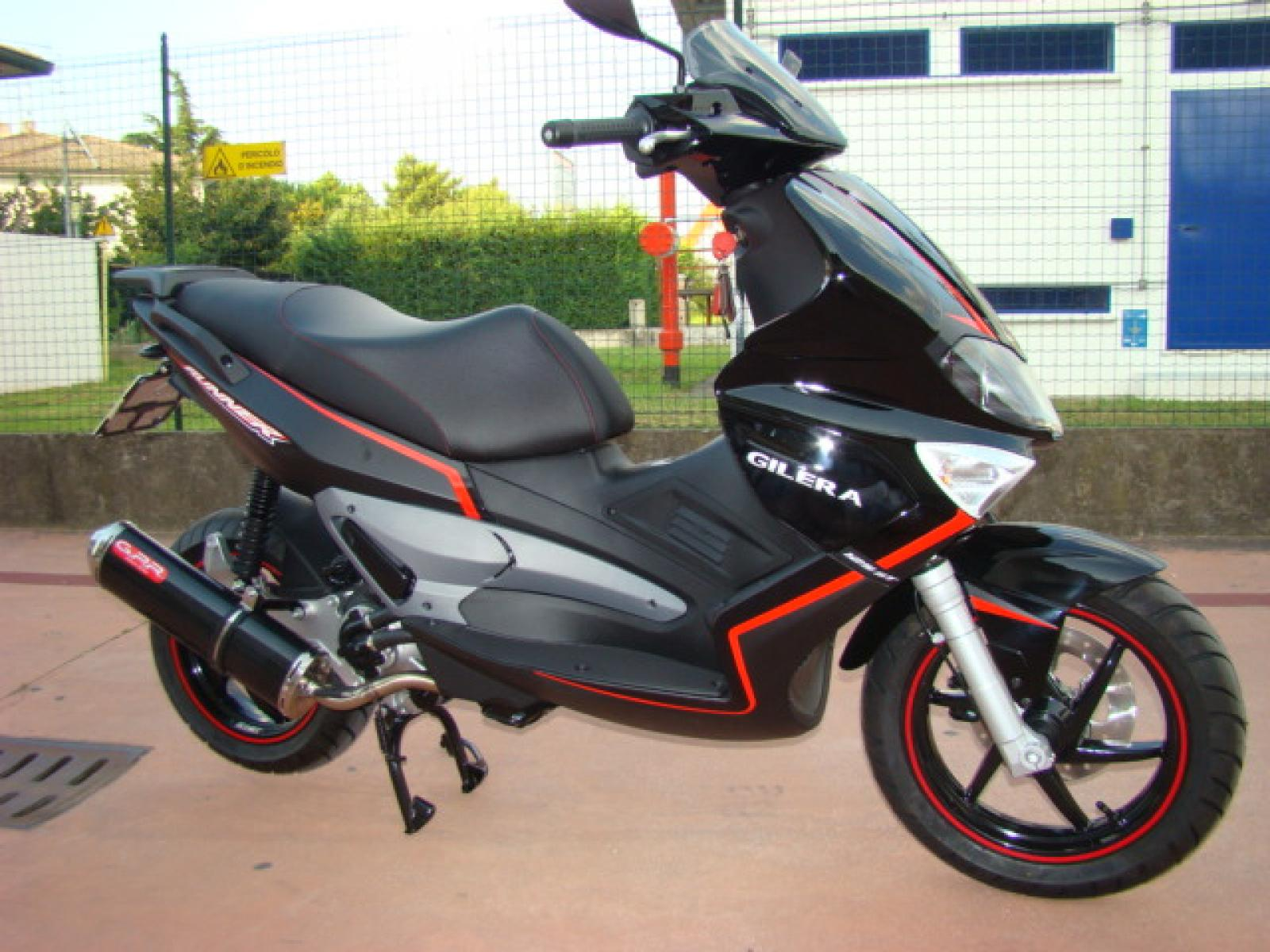 2011 gilera runner st 125 moto zombdrive com. Black Bedroom Furniture Sets. Home Design Ideas