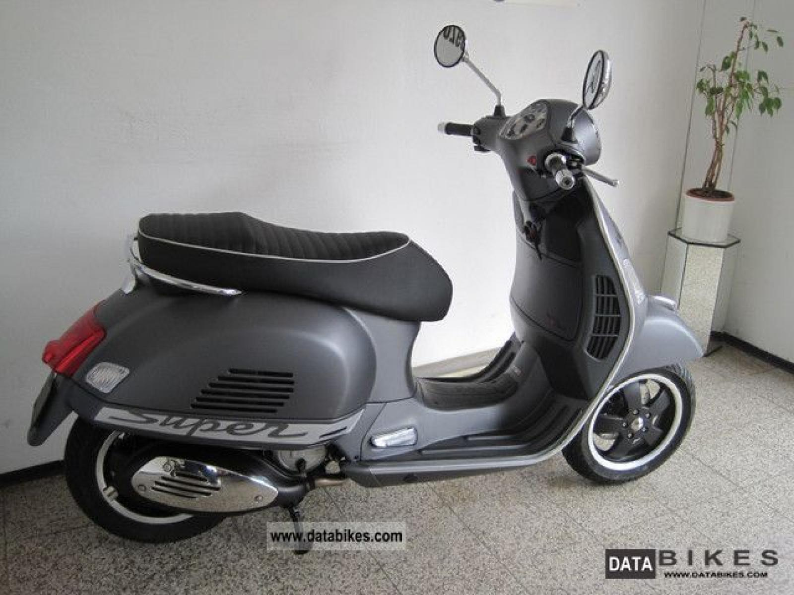 vespa vespa gts 125 super moto zombdrive com. Black Bedroom Furniture Sets. Home Design Ideas