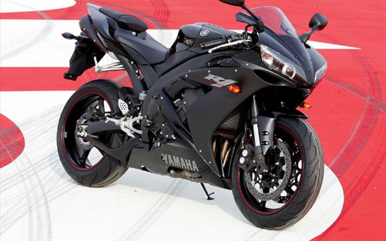 Yamaha R Weight
