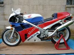 1989 Honda VFR750R / RC30 (reduced effect)