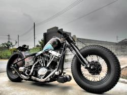 The old-school custom Flyrite Choppers Bobber draws all the eyes! #12
