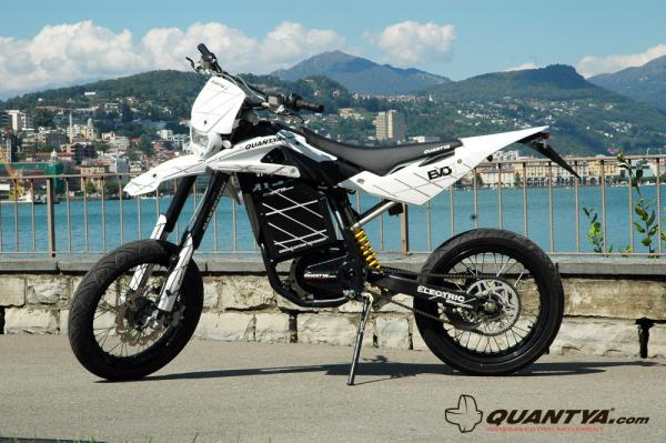 A flying-shaped motard of Quantya Strada