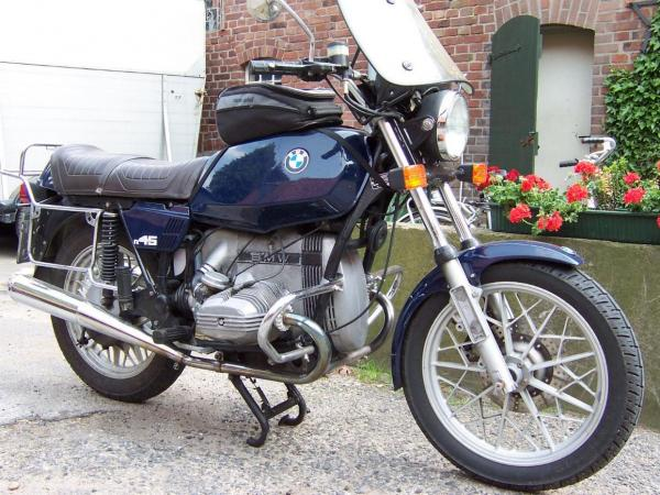 1980 BMW R45 (reduced effect)