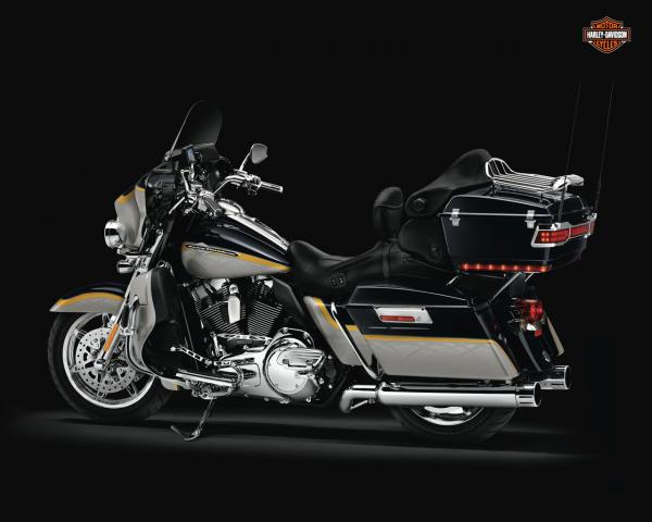 Harley-Davidson FLHTCUSE4 CVO Ultra Classic Electra Glide
