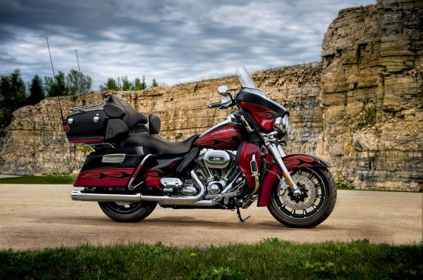Harley-Davidson FLHTCUSE6 CVO Ultra Classic Electra Glide 2011 #1