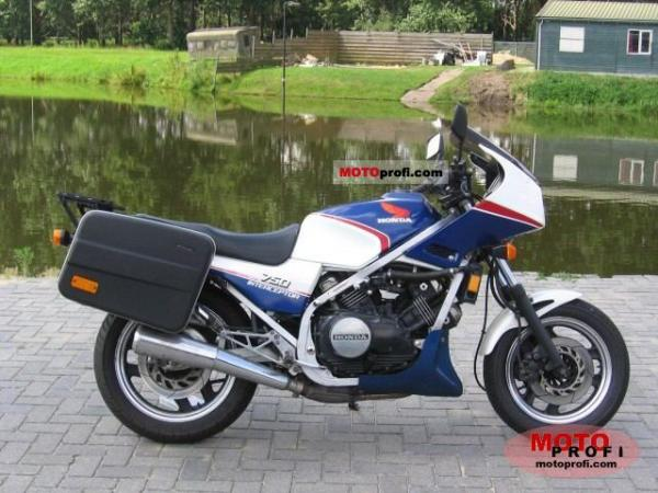 1989 Honda VF750F (reduced effect)