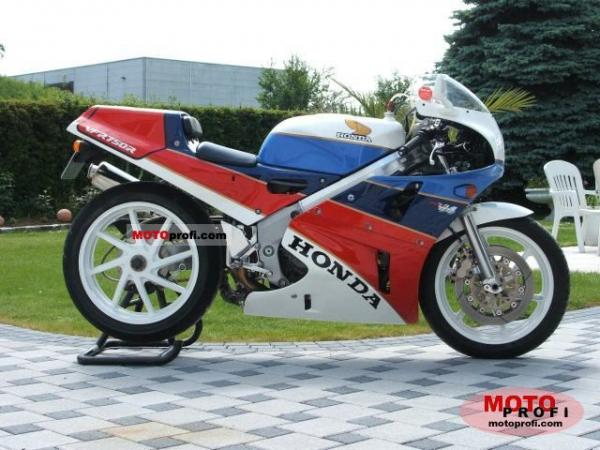 1991 Honda VFR750R / RC30 (reduced effect)