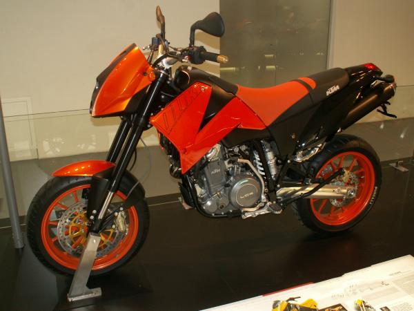 KTM 640 Duke II Red
