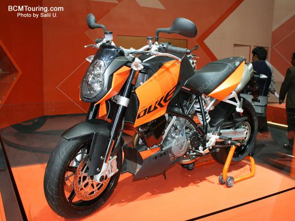 KTM 990 Superduke Orange