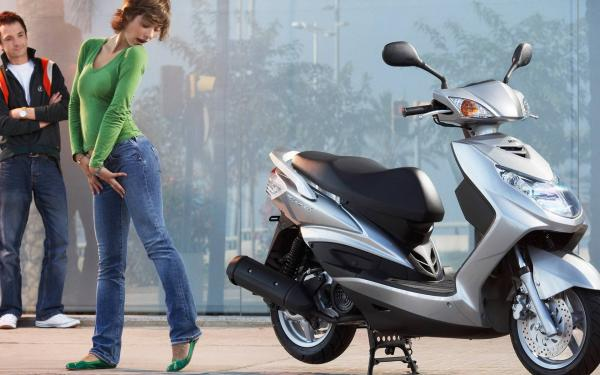 MBK Flame 125 - an ideal scooter for the city streets