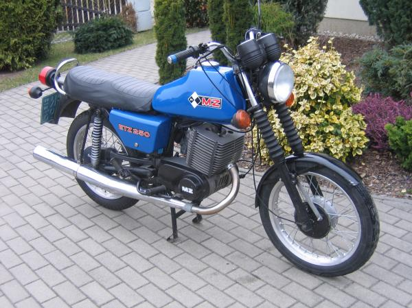 1986 MuZ ETZ 250 (with sidecar)