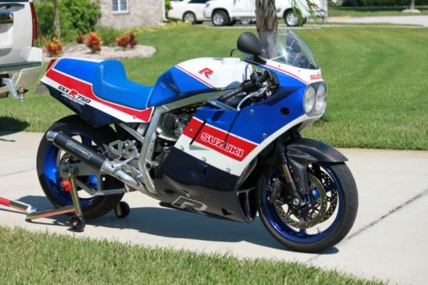 1986 Suzuki GSX-R 750 (reduced effect)