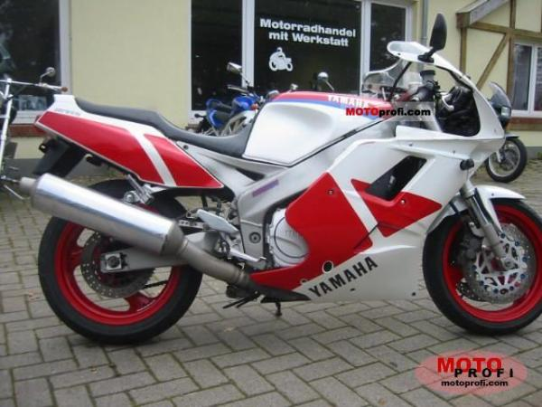 1991 Yamaha FZR 1000 (reduced effect)