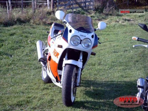 1990 Yamaha FZR 750 R (reduced effect)