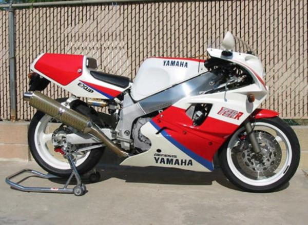 1992 Yamaha FZR 750 R (reduced effect)