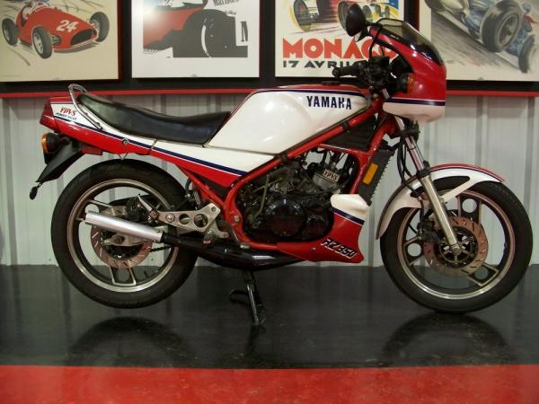 1985 Yamaha RD 350 (reduced effect)