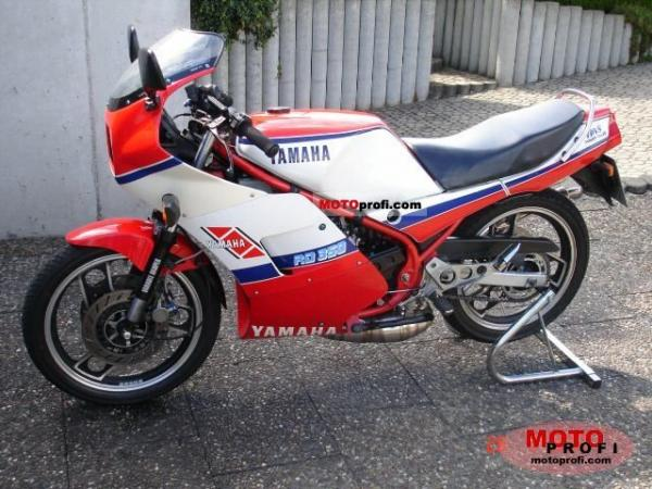 1988 Yamaha RD 350 (reduced effect)