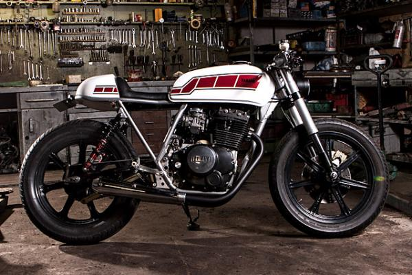 Yamaha XS 400 US. Custom