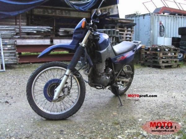 1990 Yamaha XT 600 (reduced effect)